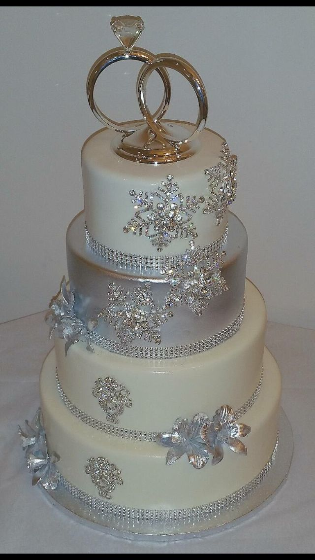 Beautiful elegant & unique I love it #WinterWedding #WeddingCake #Marriage