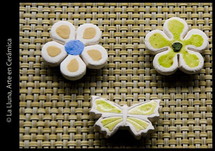 Imanes relieve flor y mariposa de La Lluna, Arte en Cerámica®
