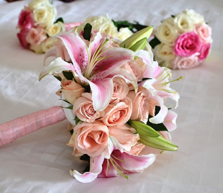 lovely peach & pink #handbouquets #weddings - #baliwedding - #baliweddingplanner - http://lilyweddingservices.com/