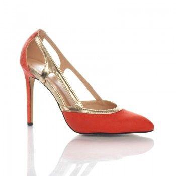 Pantofi Tosca - Piersica Piersica este una din nuantele-vedeta ale acestui sezon, iar pantofii Tosca o pun in valoare cu succes. Cu un toc finut de 10 cm, acesti pantofi nu iti supara picioarele. Acesti pantofi au un design inedit care va permite sa respirati in voie, chiar si pe perioada temperaturilor caniculare.