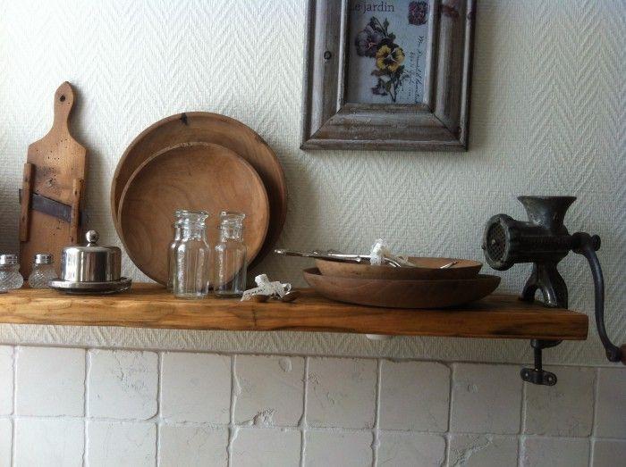 Keukenplank gemaakt van  u0026quot;drijfhout u0026quot;  De plank goed laten drogen, scheuren en oli u00ebn  Alle butsen