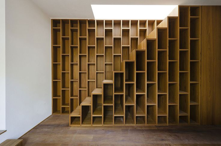 stairs with bookshelfsystem. House on apinewood | Yellowtrace