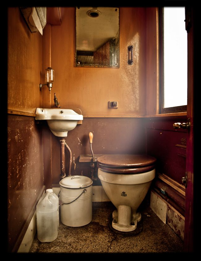 Schön Old Train Toilet   1920