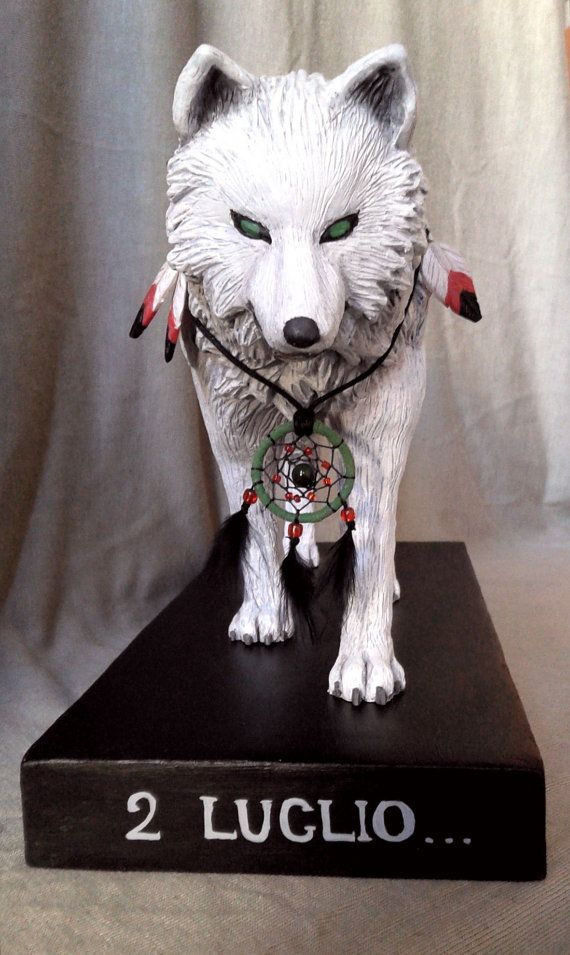 Wolf statue sculpture totem animal