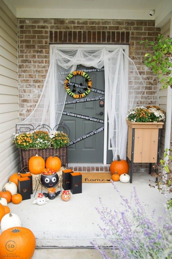 Easy Outdoor Halloween Decorations for your Porch Your Best DIY - outdoor halloween decorations