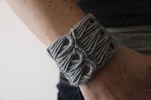 Contortionist crochet cuff by Kirsty from kootoyoo