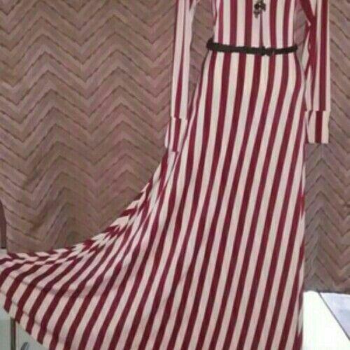 Spesifikasi Gamis Jersey : * Bahan ringan, adem, lentur, tidak gampang kusut * Ukuran all size * Tersedia warna2 yang cantik Harga @ 160K