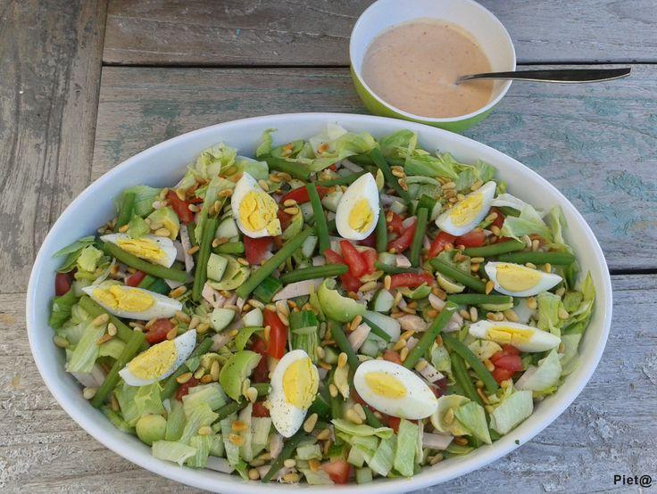 Salad with green beans, smoked chicken and pesto-yogurt dressing / salade met sperziebonen, gerookte kip en pesto-yoghurtdressing