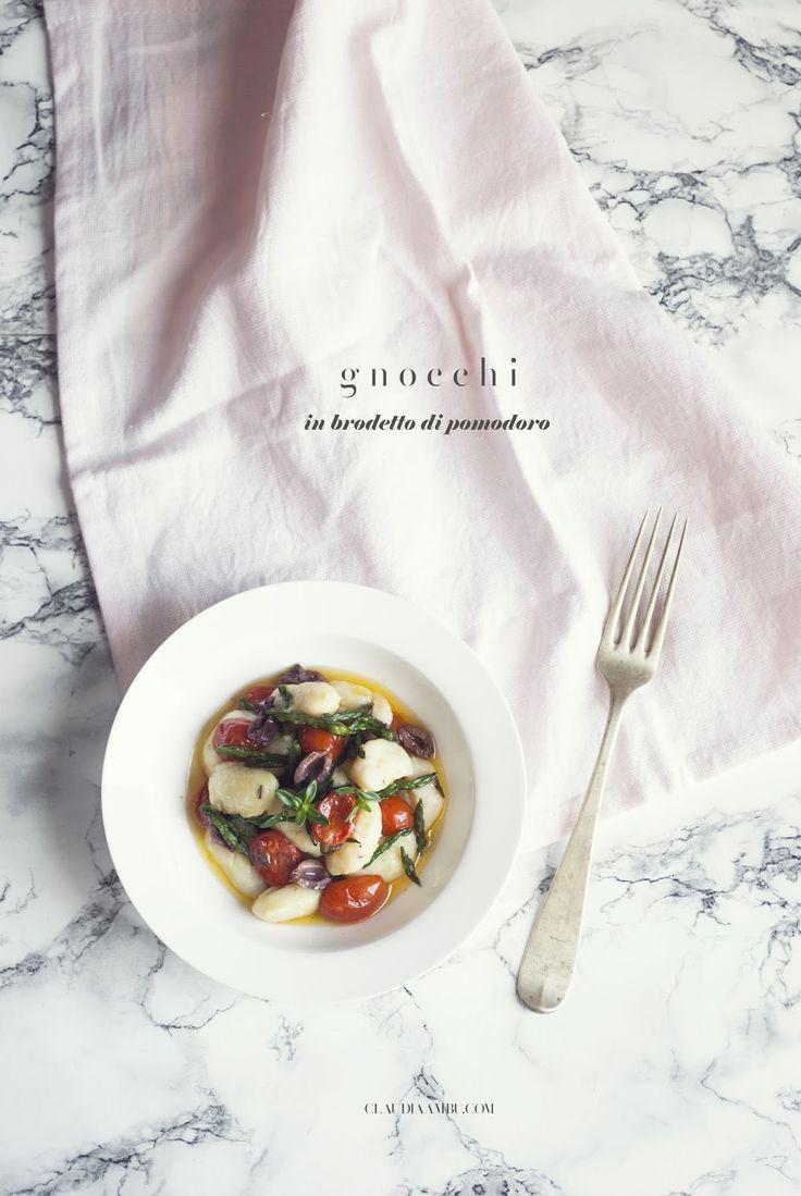 Gnocchi in brodetto di pomodoro, asparagi ed olive taggiasche