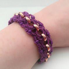 Bracelet au crochet et perles de rocaille mauve fermeture toggle en t
