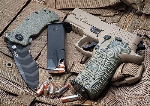 Sig Sauer P226 Elite Scorpion & Zero Tolerance 0301ST Folding Knife