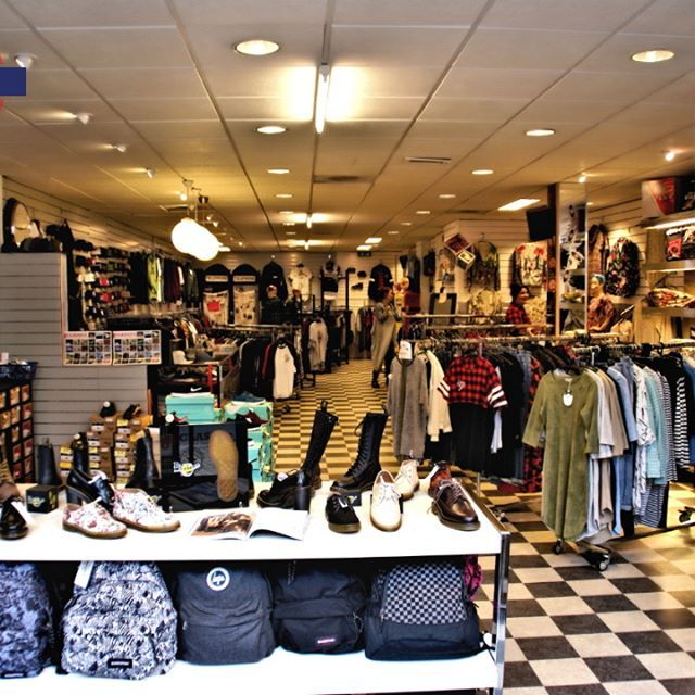 Iedereen nog een heel fijn Pasen gewenst! Zin in shoppen? Kom lekker Pasen met ons vieren, want wij zijn gewoon Open! #streetstyle #urban #mensfashion #girlsfashion #londonmode #fashion #menswear #girlswear