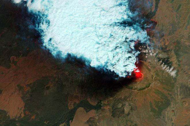 Annotated Volcano: Check Out the Craters and Lava Flows of Eritreas Nabro