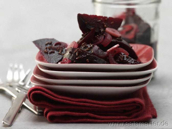 Einfach, aber köstlich: Eingelegte Rote Bete - smarter - mit Zwiebeln, Knoblauch und Kümmel. Kalorien: 58 Kcal | Zeit: 45 min. #recipes #fall