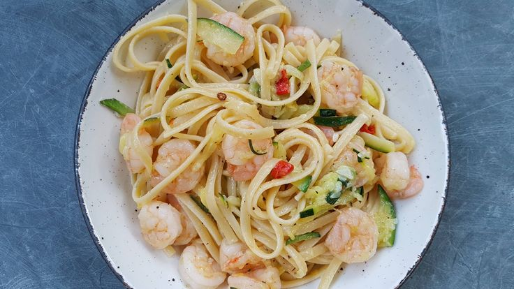 Simple but delicious garlic and chilli prawn linguine (4032 x 2238)