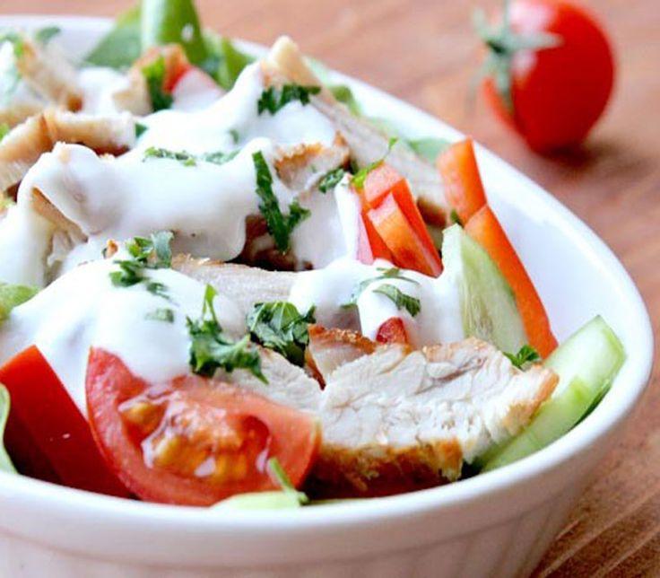 Δροσερή σαλάτα με γιαούρτι και κοτόπουλο