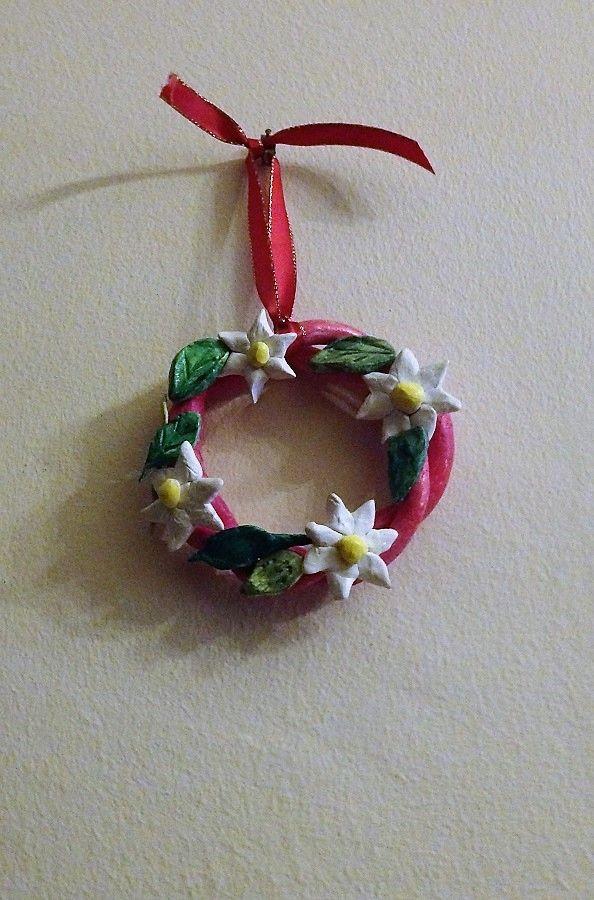Στεφανάκι και λουλούδια από πηλό