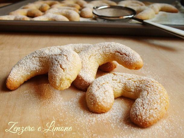 I Kipferl alla vaniglia sono dei favolosi biscottini a forma di ferro di cavallo tipici della cucina austriaca. Sono facilissimi da fare e anche veloci.
