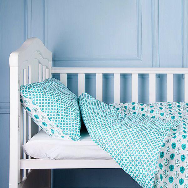 Зеленый цвет благотворно влияет при бессоннице малыша, помогает рассеивать негативные эмоции, а так же обладает успокаивающим эффектом.  С комплектом постельного белья СКАЗОЧНЫЙ ЛЕС Ваш малыш будет спать крепко и видеть сказочные сны.  В комплект входит:  1 шт. простынь 60х120 или 70х140,  1 шт. пододеяльник 110х140,  1 шт. наволочка 40х60.  Состав: 100% высококачественный хлопок.  Может быть выполнен по индивидуальным размерам.