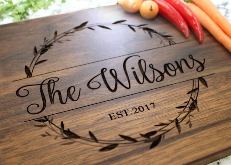 Personalized Cutting Board – Engraved Wreath Design, Custom Gift for Wedding, Housewarming, or Anniversary W-040 GB