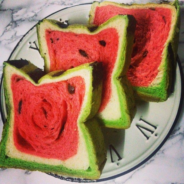西瓜甜不甜❤️最夯伴手禮#yilan#宜蘭#西瓜吐司#西瓜#吐司#watermelon#toast#redandgreen#summer#instafood#富士屋#伴手禮#名產#深夜食堂