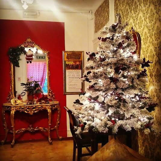 I nostri più cari auguri di Buon Natale a tutti voi !