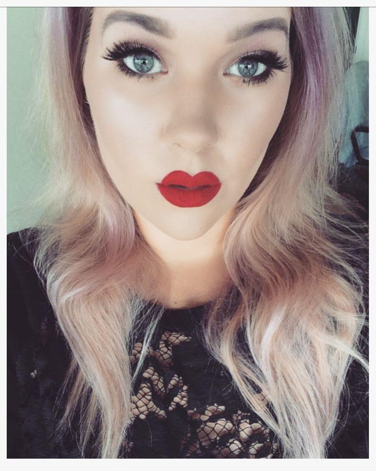Red Lips - Instagram: @sseraafinn