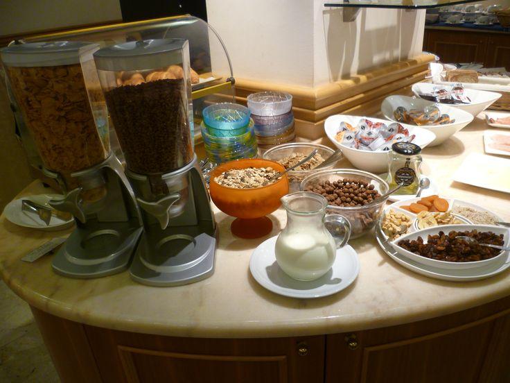 Una ampia scelta tra dolce e salato nella Sala delle Colazioni che apre alle ore 06.30 Hotel Minerva Pordenone