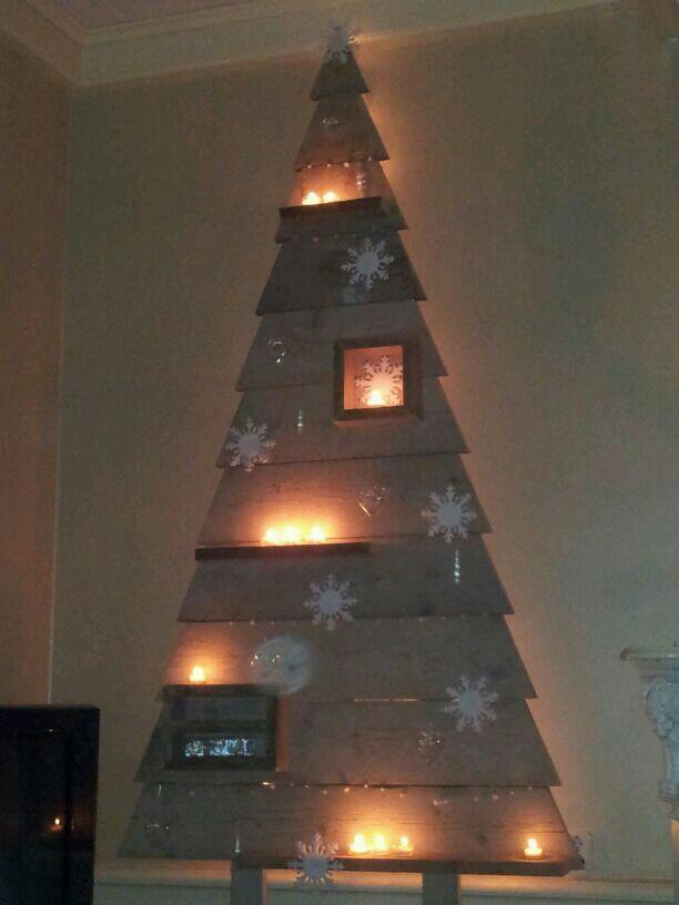 Steigerhouten kerstboom by www.twinboyswood.nl