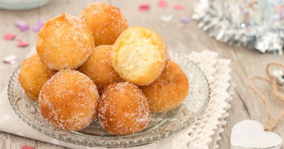 Le castagnole alla panna sono un dolce di Carnevale favoloso, velocissime da preparare, profumatissime e così soffici che si sciolgono in bocca!