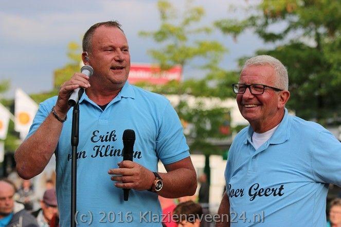 Donderdagavond tijdens de 2e Turfjesmarkt was het eerste live optreden van Erik van Klinken samen met Boer Geert bij De Witte Olifant.