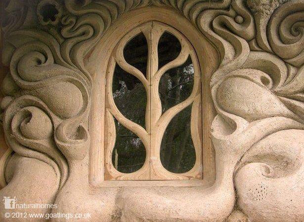 Voici la fenêtre en argile d'une maison en torchis et paille de Lisa et Rich. L'argile provient du ruisseau qui coule en face de cette maison.
