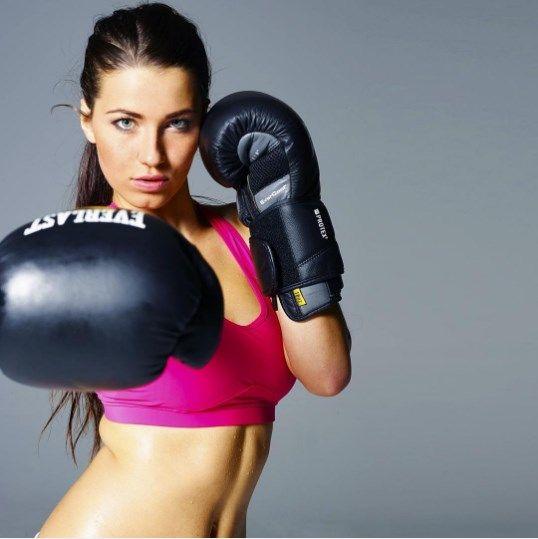 В боксе только девушки
