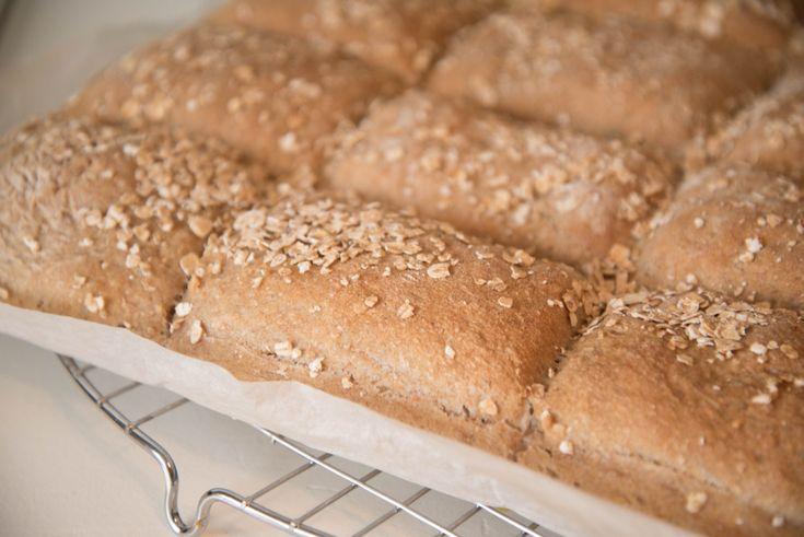 Jeg har aldri vært flink til å bake brød. Men med denne oppskriften får jeg fantastisk resultat g...
