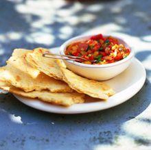 Oosters brood met linzen en kaviaar van paprika