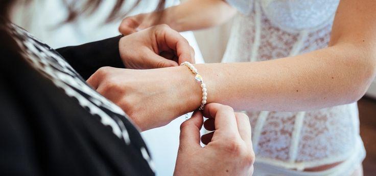 Trouwen en sieraden voor je trouwjurk inspiratie: Kelly Caresse | Sieraden op de bruiloft van mij en mijn dochter  (bruidslingerie)