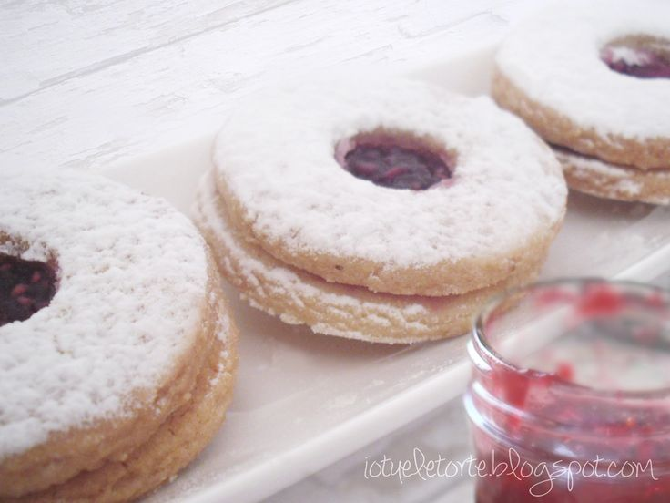 RASPBERRY AND ALMOND COOKIES
