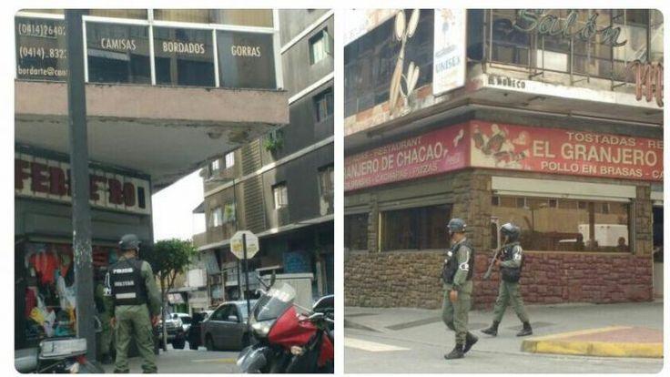 ¿Amedrentamiento? Funcionarios de la Policía Militar fotografiando locales cerrados en Chacao (VIDEO) - http://www.notiexpresscolor.com/2016/10/28/amedrentamiento-funcionarios-de-la-policia-militar-fotografiando-locales-cerrados-en-chacao-video/