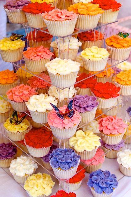 beautiful cupcake display inspiration