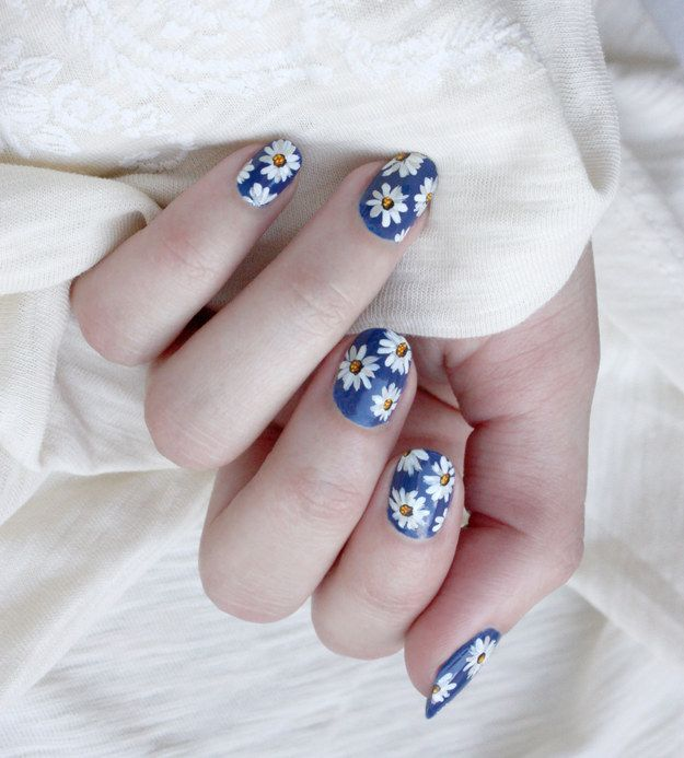 These delicate daisies. | 17 Pictures That Will Make You Want To Stop Biting Your Nails