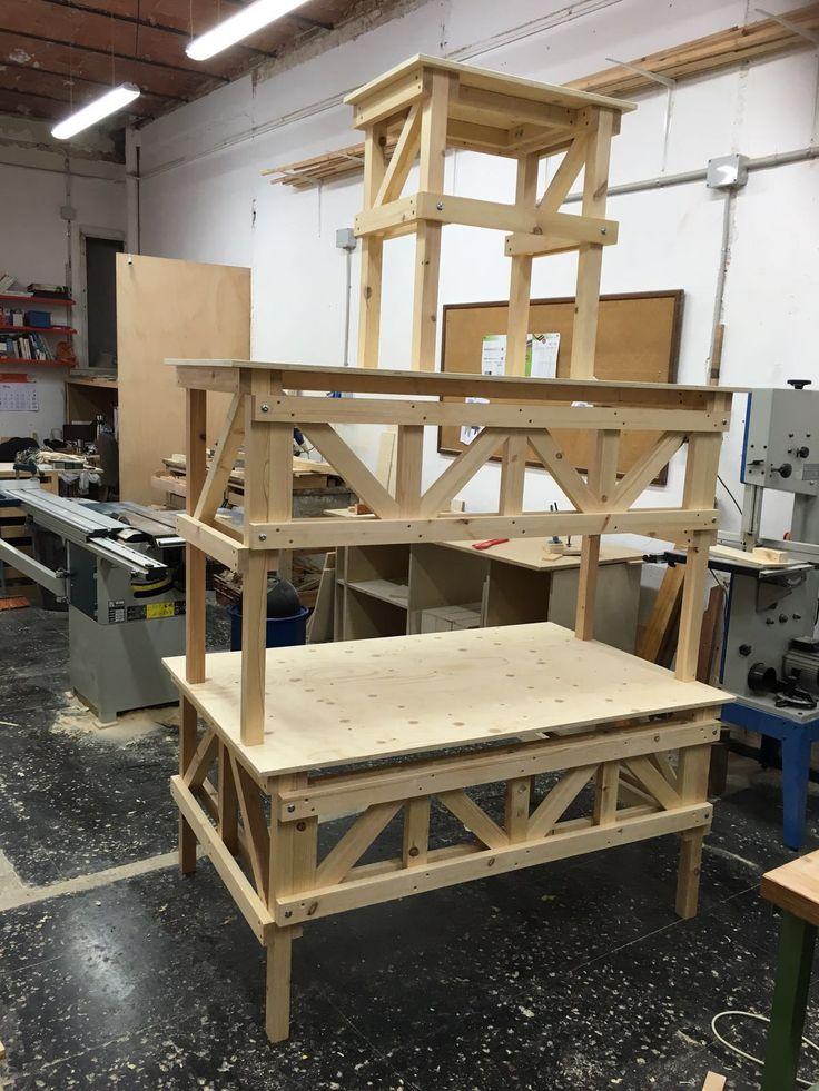 """Mesas inspiradas en """"autoprogettazione"""" de Enzo Mari, para el espectaculo de teatro """"el professor Desmon busca l'anima de las cosas"""""""