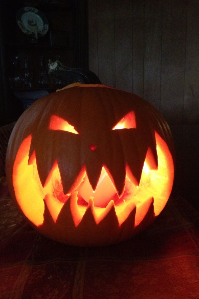 1000 ideas about halloween pumpkin carvings on pinterest for Pumpkin cut out ideas