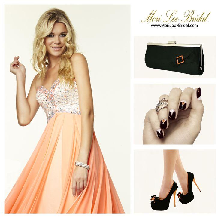 Un hermoso #vestido naranja en #combinación con negro, da realce y #elegancia.
