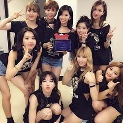 今人気急上昇中韓国グループTWICEに大注目