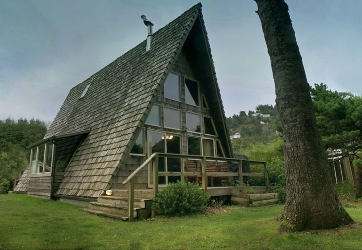 Beautiful A-frame rental in Oregon.  More photos and a video if you click.
