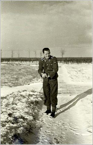 SS non-commissioned officer throwing a snowball at Westerbork