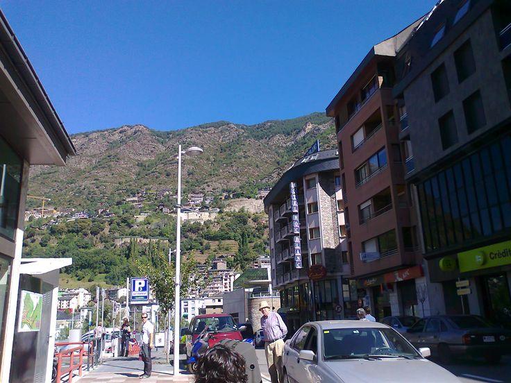 Caldea Andorra, centro termolúdico, hoteles en Andorra, balneario caldea, spa Andorra, ofertas andorra, ofertas hoteles Andorra, turismo Andorra, aguas termales, centro termal, balneoterapia, masajes. Andorra, es más que un spa y distinto de un balneario. Visita el centro termolúdico, con aguas termales y más de 80 tratamientos. Masajes, tratamientos faciales, chocoterapia, tratamientos anticelulíticos: LPG Endermologie, drenaje linfátic. Passeig per Escaldes Engordany a Andorra prop HOTEL…