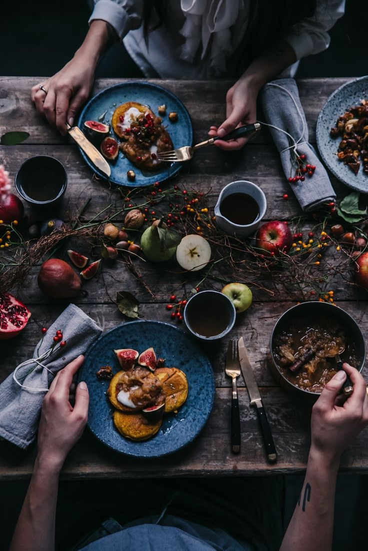 our food stories // glutenfree pumpkin pancakes with candied nuts and chai spiced apple compote