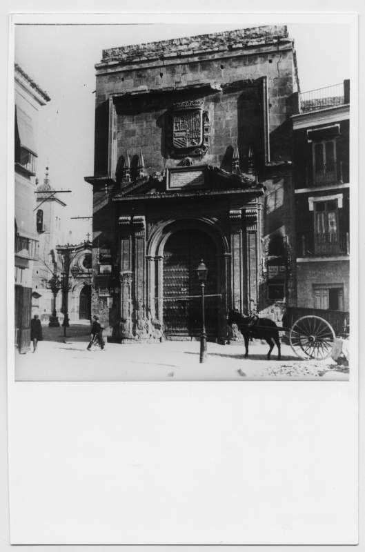 Visor Archivo General Región de Murcia. FOT_POS,07/059 / Reproducción de una fotografía de la fachada lateral del edificio del Contraste de la Seda.