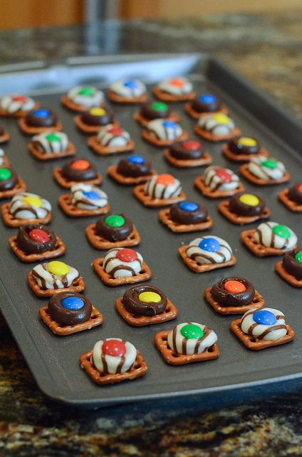 Pretzel Candies - an easy way to add a festive touch to your Christmas cookie trays or a quick treat for anytime of year. #HomemadeHoliday
